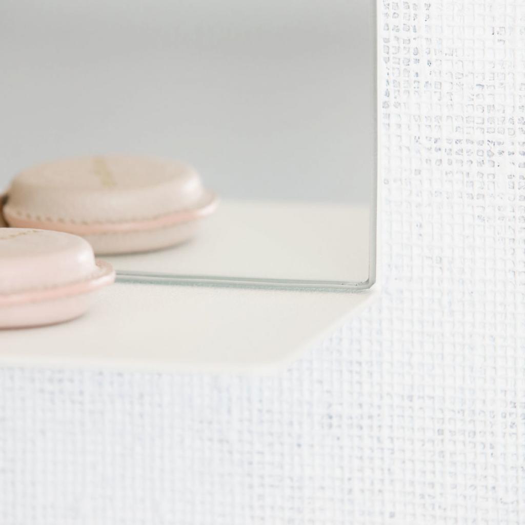 house doctor spiegel room wit 35x10 x h50cm met plank. Black Bedroom Furniture Sets. Home Design Ideas