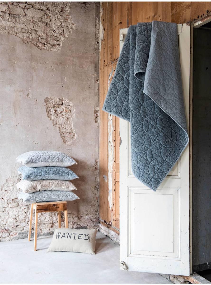 Dit mooie Quilted plaid van Stapelgoed is gemaakt van zacht katoen met een ingewerkt patroon aan de voorzijde. De achterzijde is gemaakt van natuurlijk linnen. Naast dat het plaid een verrijking is voor het interieur is het ook nog eens heerlijk zacht!  - Afmetingen (lxb): 130x170 cm