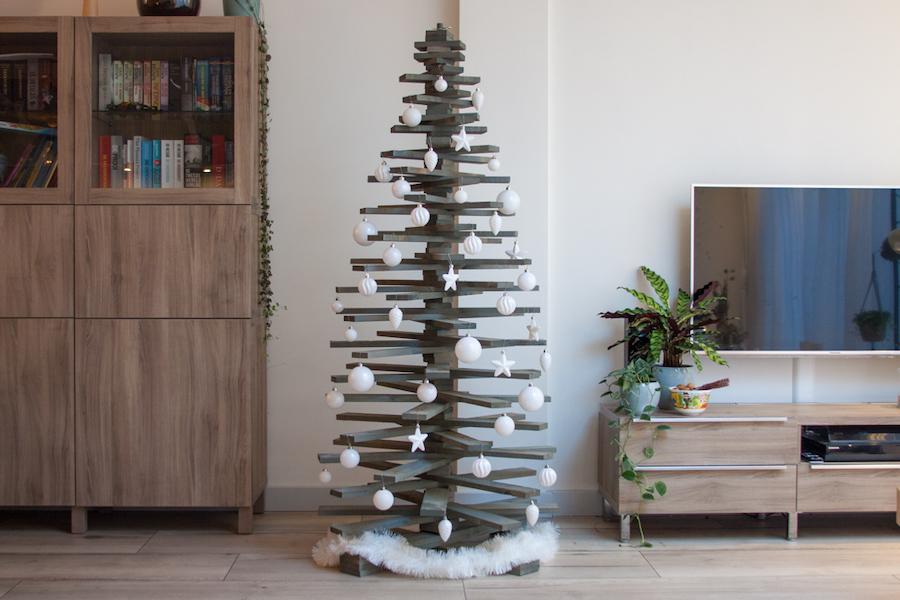 Grijze kunstkerstboom hout