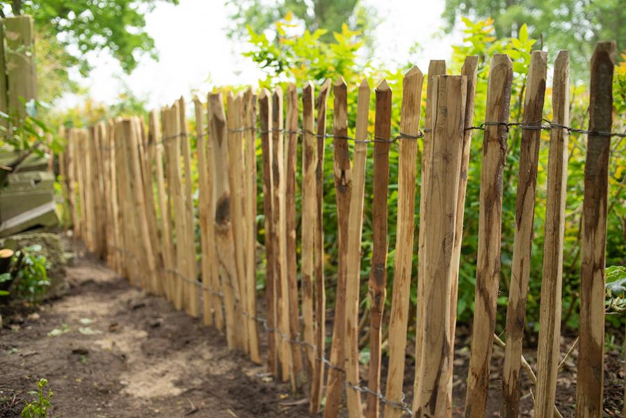 Kastanje geschild rondhouten hek