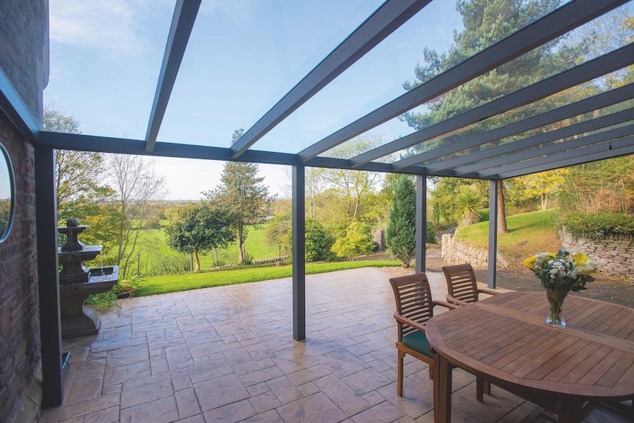 Legend aluminium aanbouw veranda met glas dak