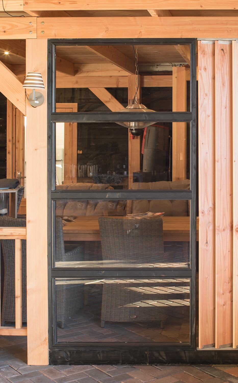 glaswandmodule zwart voor overkapping en houten tuinkamers