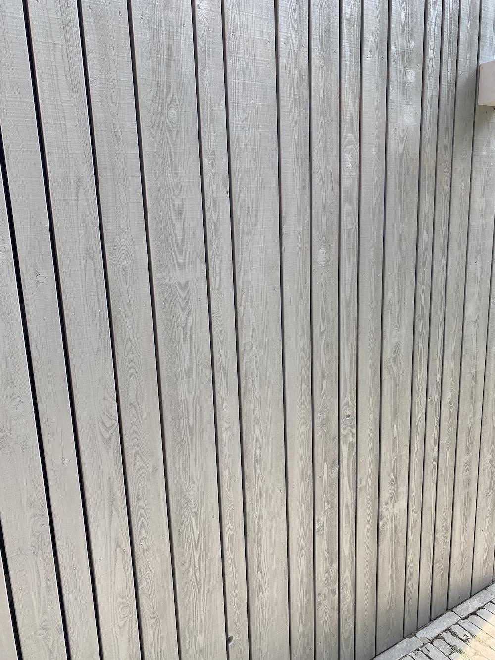 Open gevelbekleding siberisch lariks met teknos drywood