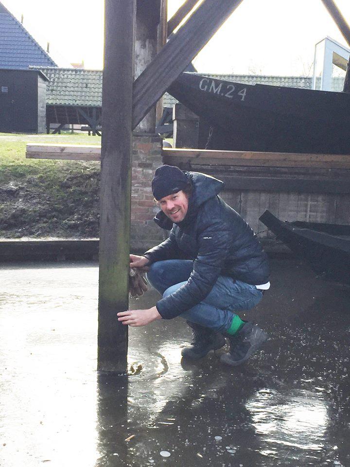 boothuis maken van hout vanaf het ijs