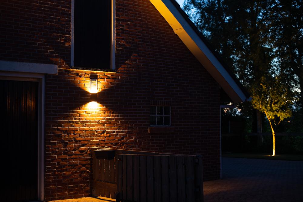 Buitenverlichting in de avond