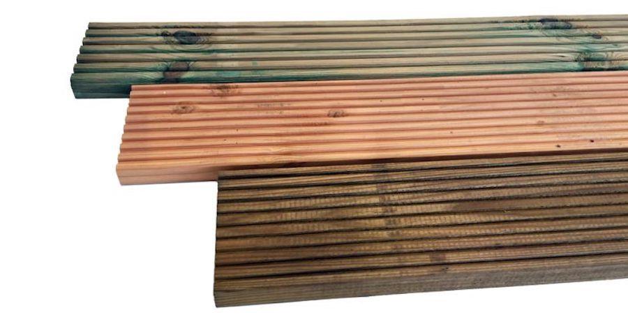 Verschillende kleuren geïmpregneerd hout