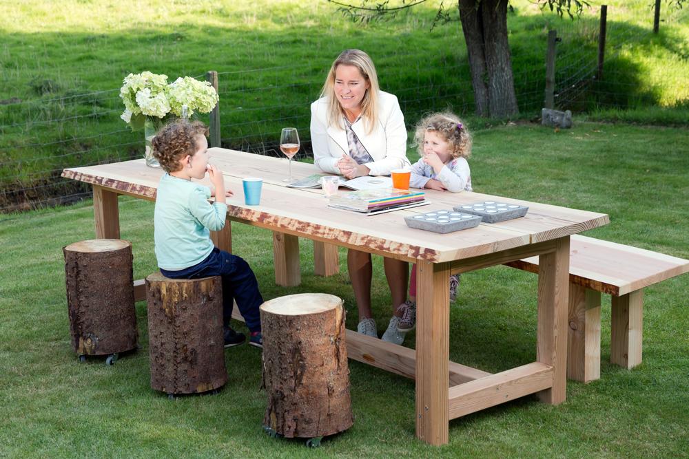 Houten Boomstam Tafel : Van stamdelen een boomstam tafel maken video tips