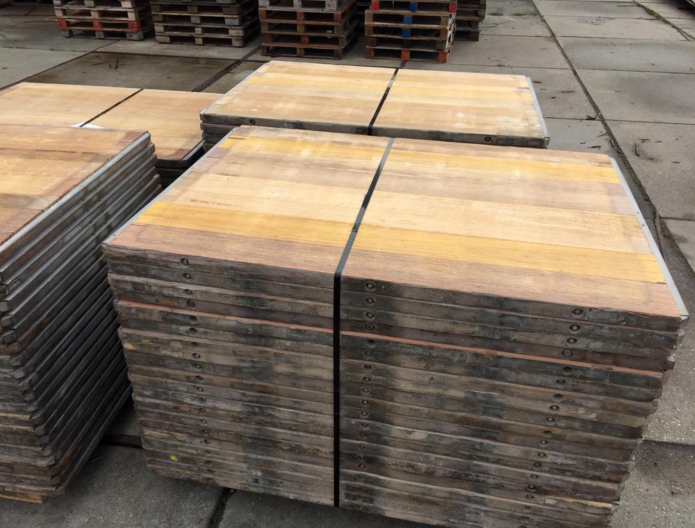 Hardhouten Tegels 100x100 : Gadero tv houten terrastegels plaatsen video tuintegels leggen