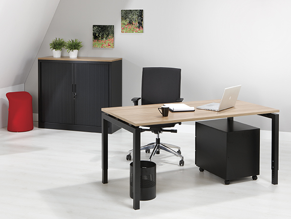 Bureau - vergdertafel zwart onderstel en havanna kleurig blad 180x80cm