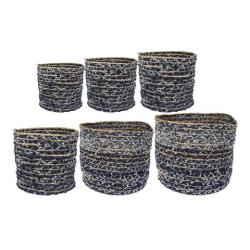 De blauwe bloempot is in verschillende materialen te koop