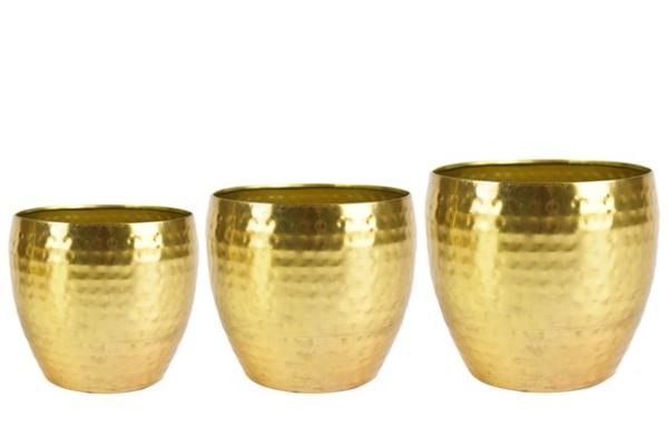 Gouden bloempotten zijn verkrijgbaar in een glad design, maar ook met reliëf en patronen