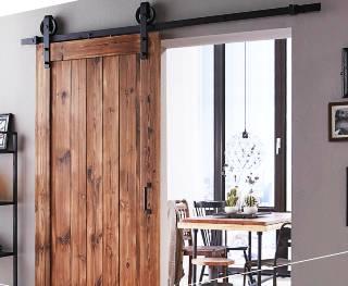 Schuifdeursbeslag zijn alle materialen die nodig zijn om een schuifdeur op te kunnen hangen