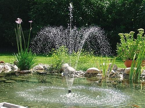 Pontec fonteinpomp Pondovario 1500 sfeer
