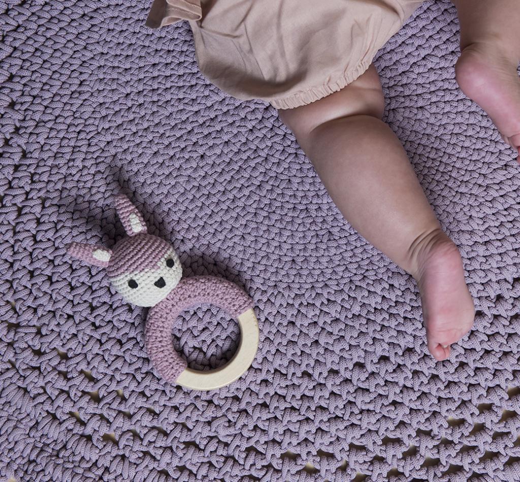 geh kelte rassel mit hase rosa sebra kaufen wohn und lifestylewebshop. Black Bedroom Furniture Sets. Home Design Ideas