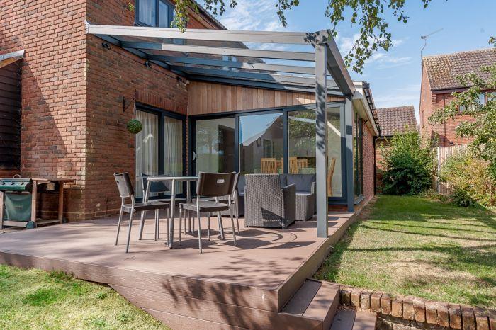 Pergola en aluminium avec toit verre