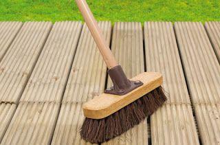 Vlonder schoonmaken supertips voor reinigen houten terras