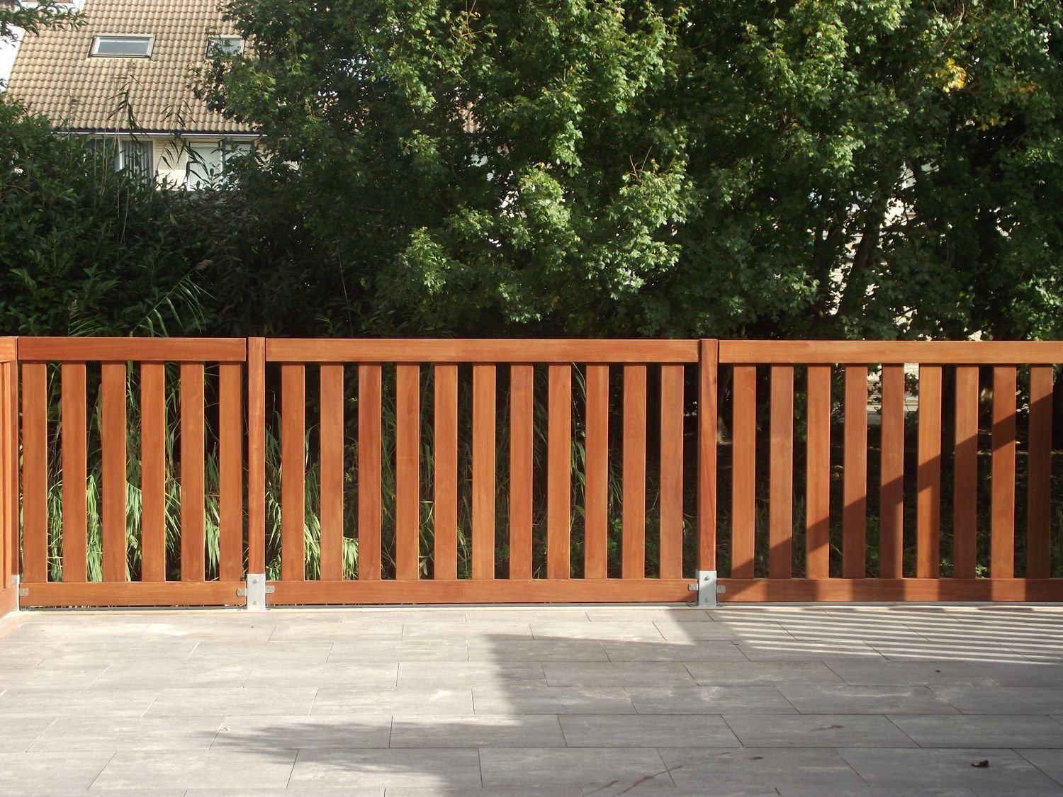 Hekwerk Hout Tuin : Zelf tuinhekjes plaatsen houten tuinhekken monteren