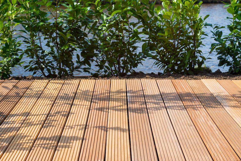 Welke houten vlonder planken kiezen verschillen terras for Bankirai terras