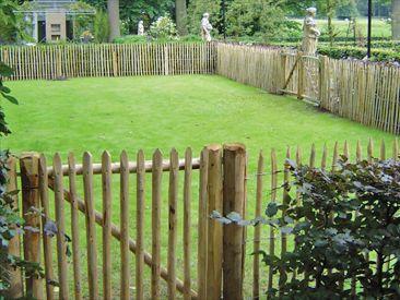 Houten Hekwerk Tuin : Rondhout kopen tuinpalen prijzen ronde palen