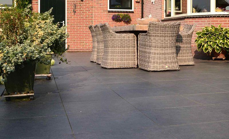 Grote Tegels Tuin : Terrastegels leggen tips doe het zelf tuin beton tegels plaats