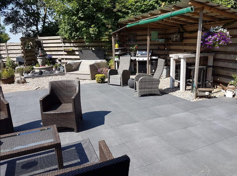 Antraciet Tegels 60x60 : Terrastegel antraciet zwart 60x60x4cm met klein facet en deklaag