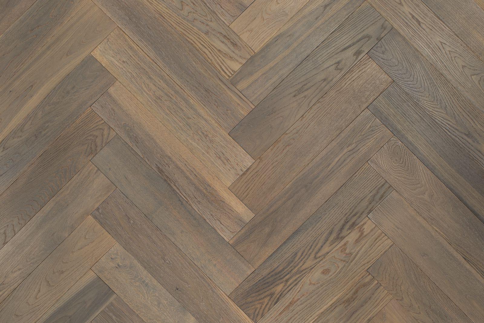 Visgraat Vloer Grijs : Eiken visgraat duoplank parket vloer grijs geolied 60 x 12