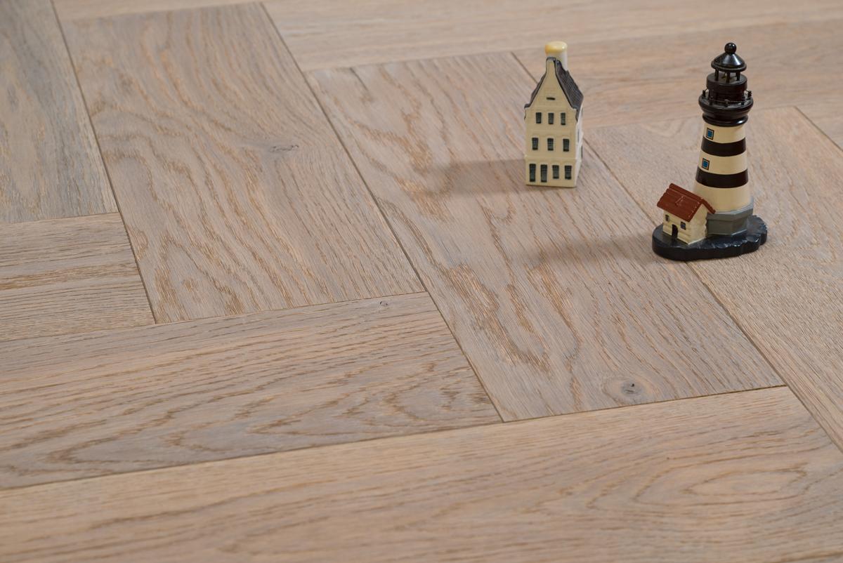 Visgraat vloer in een scandinavisch interieur met design