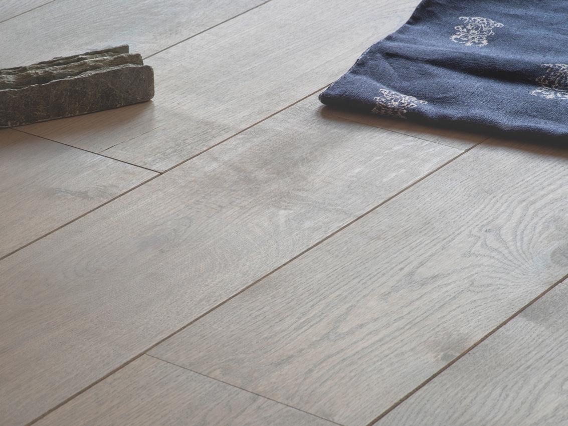 Lichtgrijze Houten Vloer : Zo combineer je een houten vloer bouwcenter