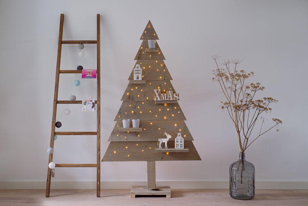 Kerstboom steigerhout dicht houten met led verlichting 170 cm for Houten decoratie boom