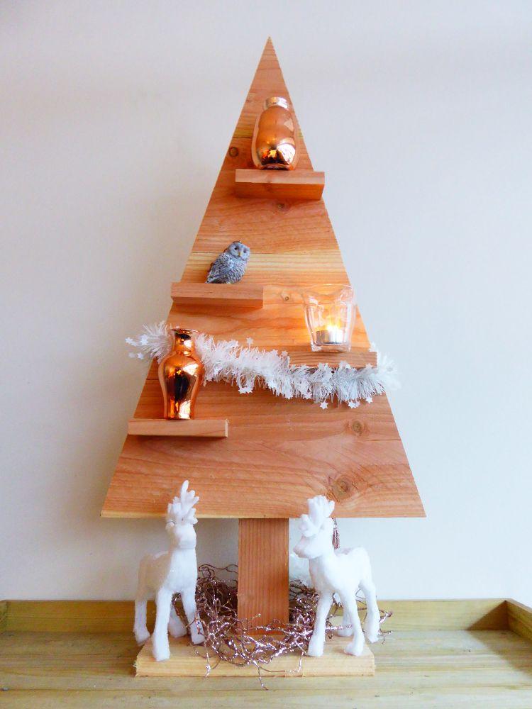 Lariks Houten Kerstboom met voet en 4 plankjes