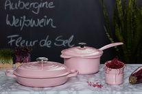 Le Creuset braadpan Campagnard roze Ø 30 cm sfeer
