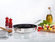 Le Creuset mini peper- en zoutmolen kersenrood sfeer