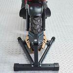Voorkant van de inrijklem voor scooters