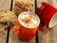 Le Creuset koffiebeker oranje-rood 20 cl sfeer