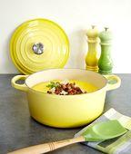 Le Creuset zoutmolen geel 21 cm sfeer