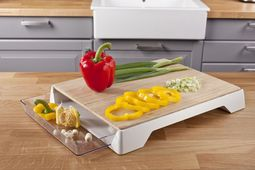 tomorrows_kitchen_snijplank_met_afvalbak3.jpg