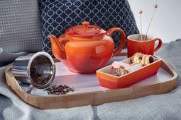 Le Creuset theepot oranje-rood 1.3 liter sfeer