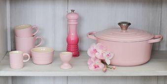 Le Creuset pepermolen roze 21 cm sfeer