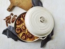 Le Creuset braadpan Signature creme Ø 28 cm sfeer
