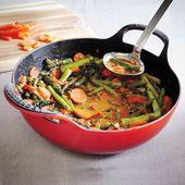 Le Creuset wokpan Balti Dish geel Ø 24 cm sfeer