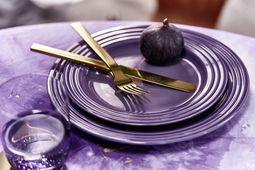 Le Creuset dinerbord ultra violet Ø 27 cm sfeer