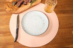 jay_hill_placemat_donkergrijs_roze_rond