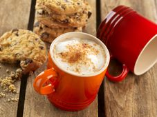 Le Creuset koffiebeker kersenrood 20 cl sfeer