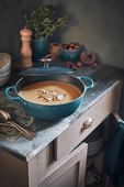 Le Creuset braadpan Marmite deep teal Ø 26 cm sfeer
