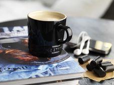 Le Creuset koffiebeker zwart 20 cl sfeer