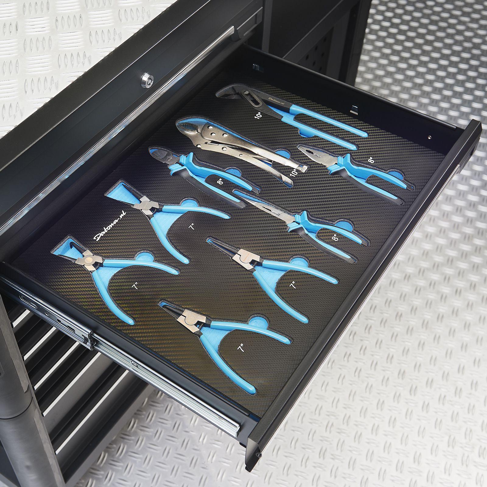 9 tangen in lade van kist