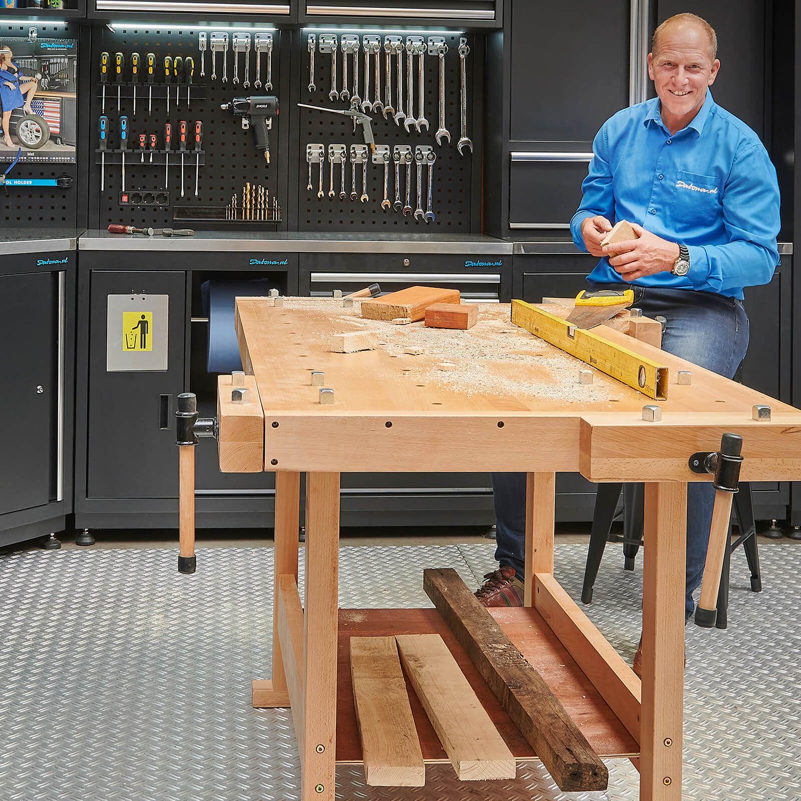 Houten werkbank voor houtbewerking met meerdere bankschroeven