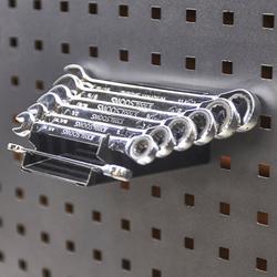 Steek en ringsleutel houder passend op gatenbord