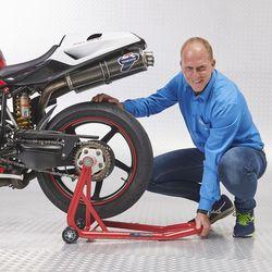 Achterwiel MV motor op paddockstand