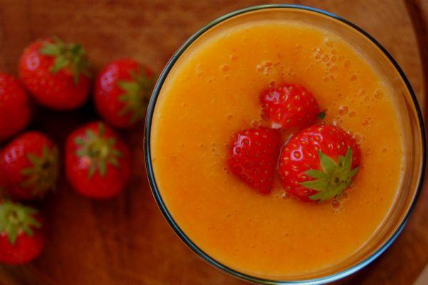 Mango-aardbei smoothie